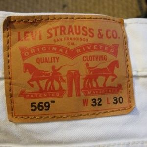 Levi's red tag